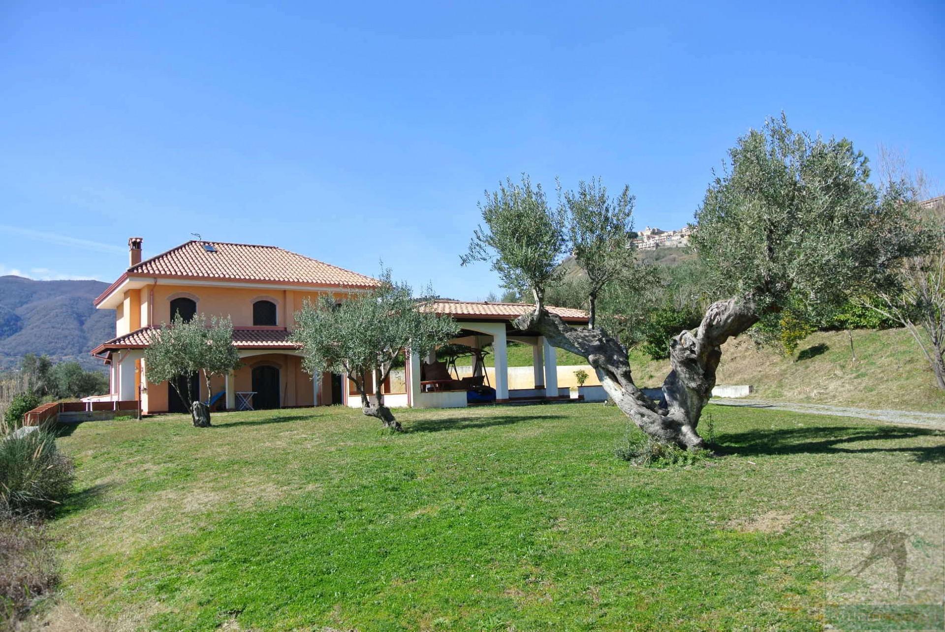 Villa in Vendita 240,00 mq - N. camere: 5 - - Rende - Saporito-Surdo-Malvitani (CS)