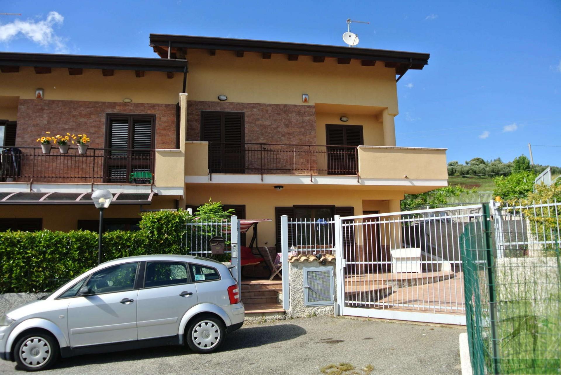 Villa in Vendita 160,00 mq - N. camere: 4 - - Rende - Rocchi-S.Stefano-Arcavacata (CS)