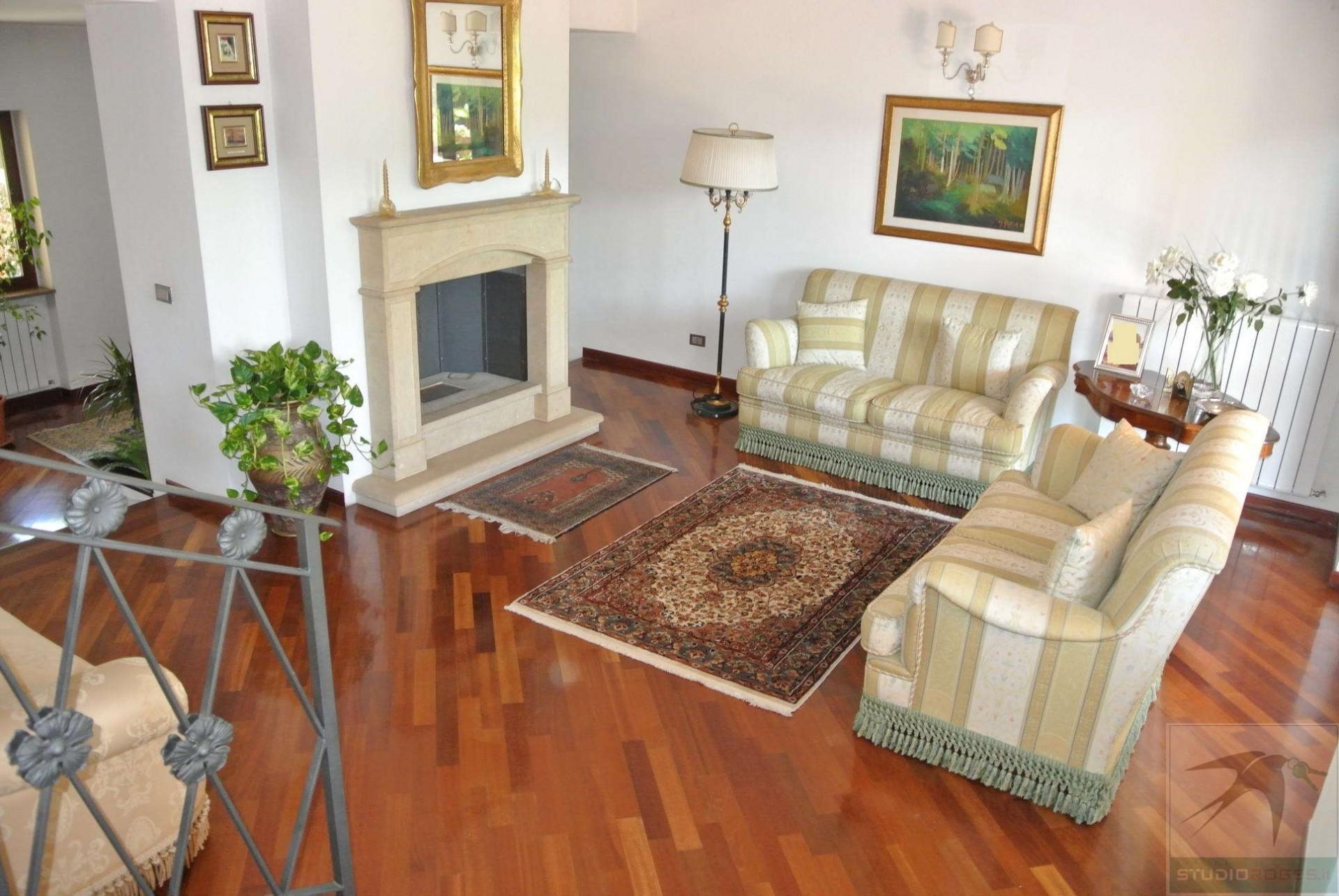 Villa in Vendita 386,00 mq - N. camere: 8 - - Rende - Quattromiglia-Viale dei giardini (CS)