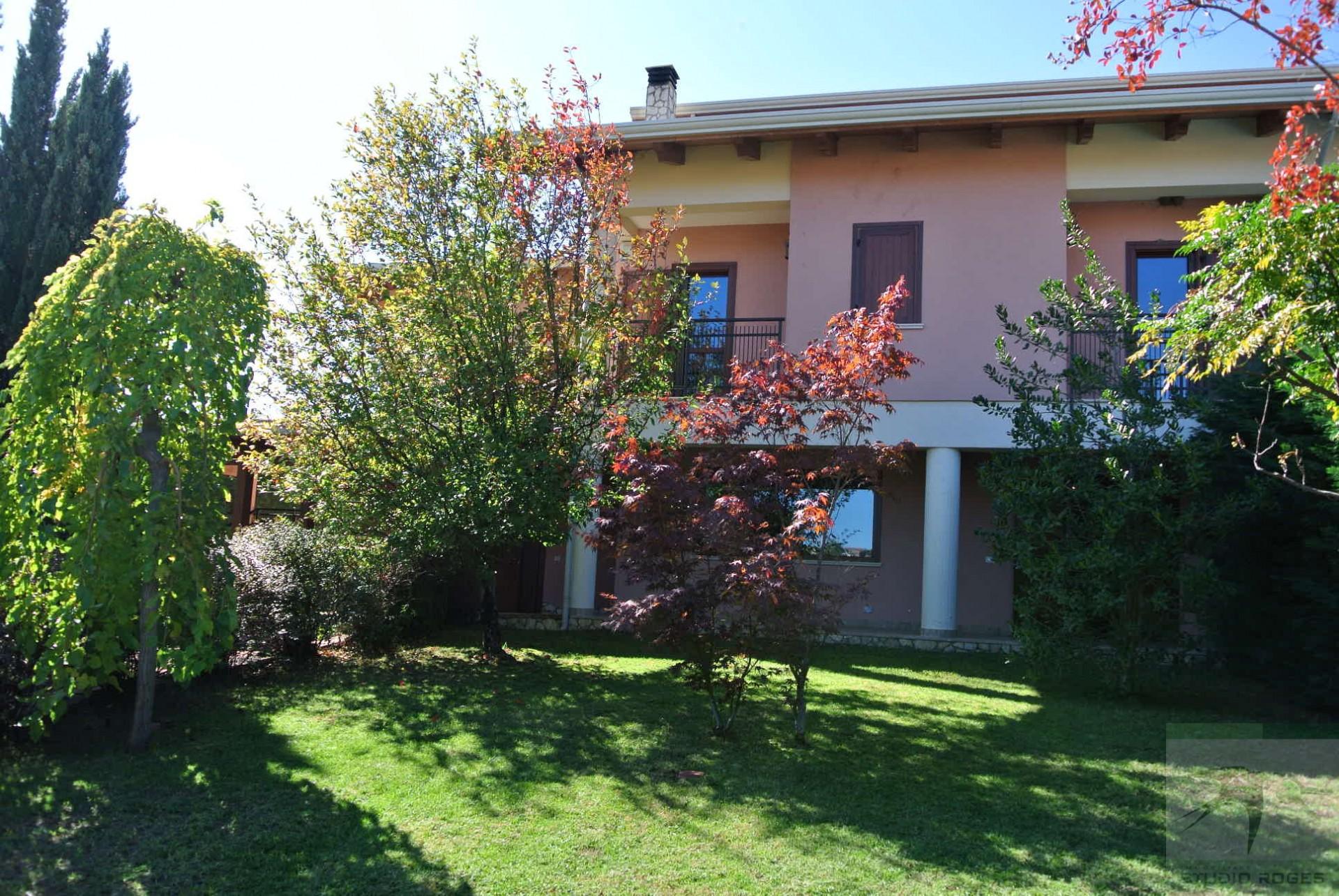 Villa in Vendita 330,00 mq - N. camere: 5 - - Rende - Saporito-Surdo-Malvitani (CS)