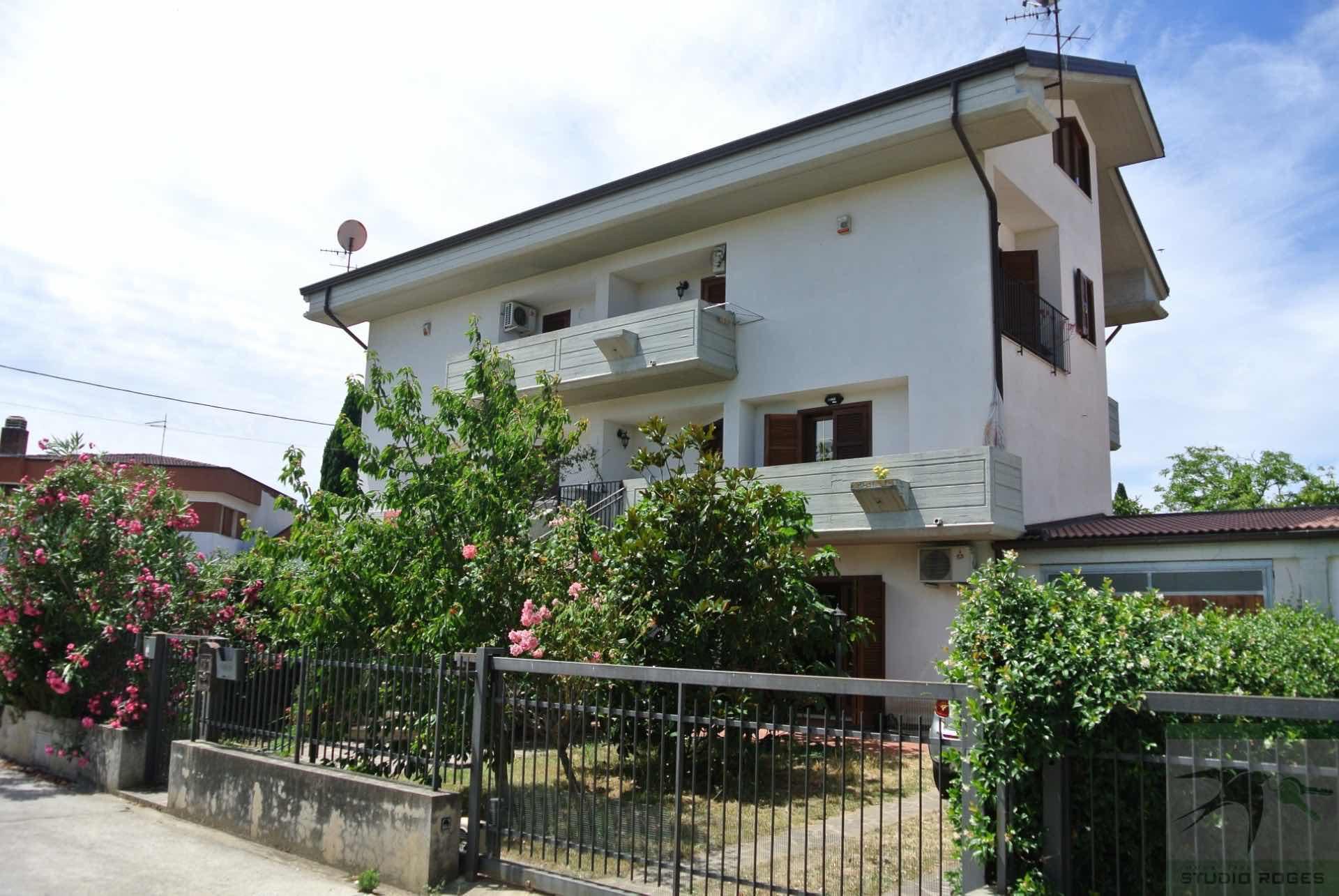 Villa in Vendita 216,88 mq - N. camere: 5 - - Rende - Quattromiglia-Viale dei giardini (CS)