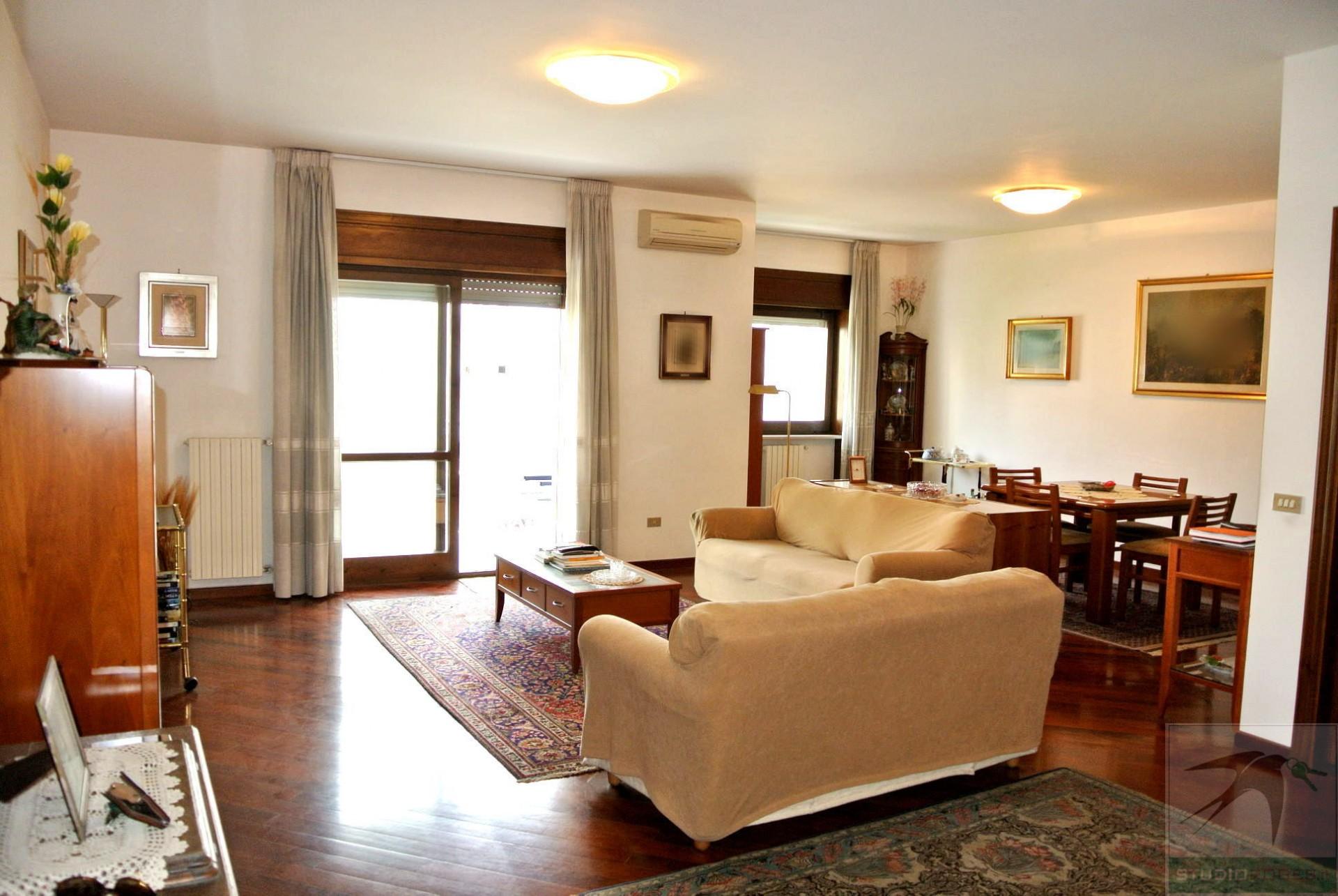 Appartamento in Vendita 186,00 mq - N. camere: 5 - - Rende - Roges-Commenda (CS)