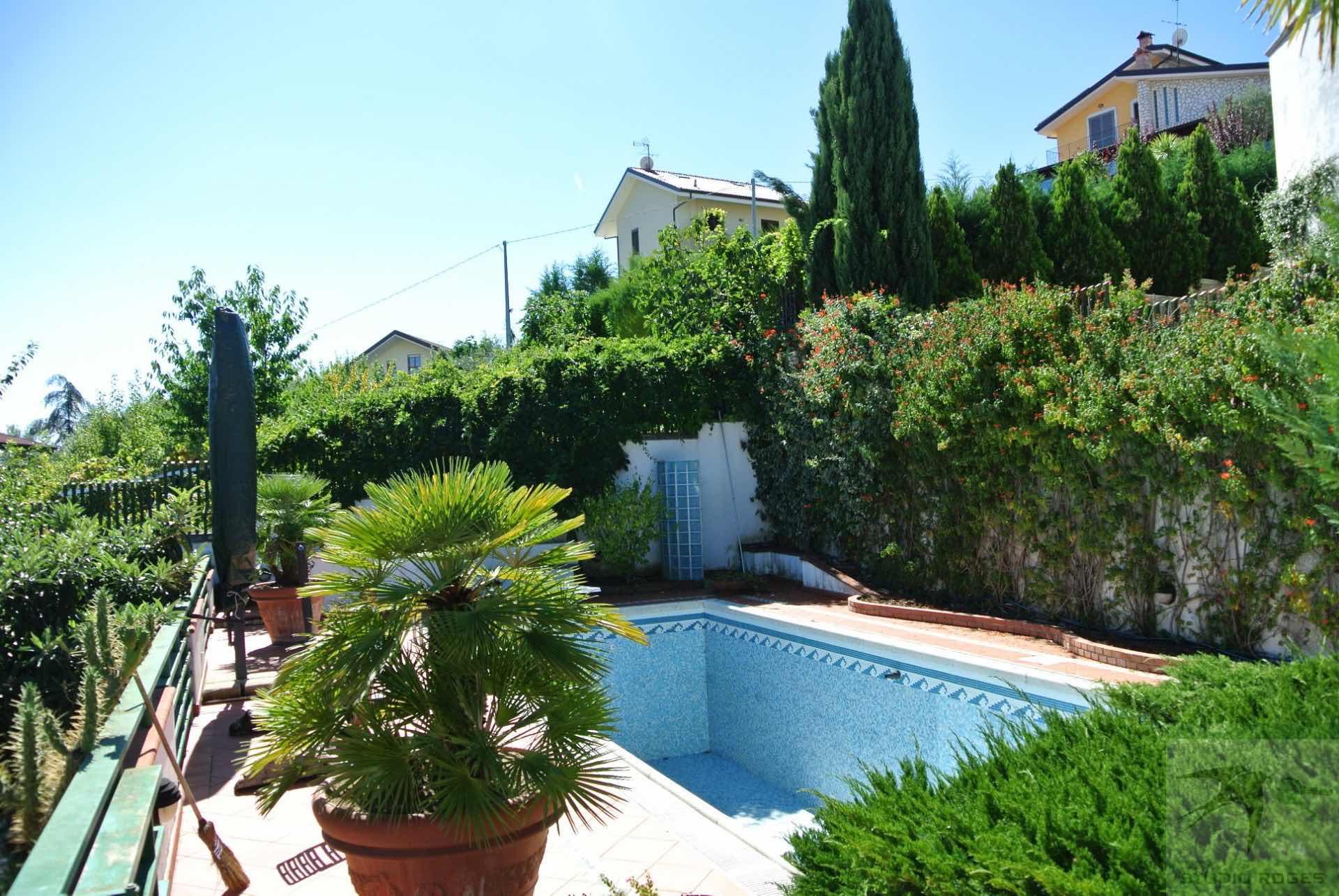 Villa in Vendita 500,00 mq - N. camere: 8 - - Rende - Sant'Agostino-PianoMonello-PianoMaio (CS)