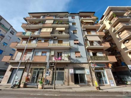 Codice annuncio: Magazzino-garage-capannone Cosenza9820 - 1